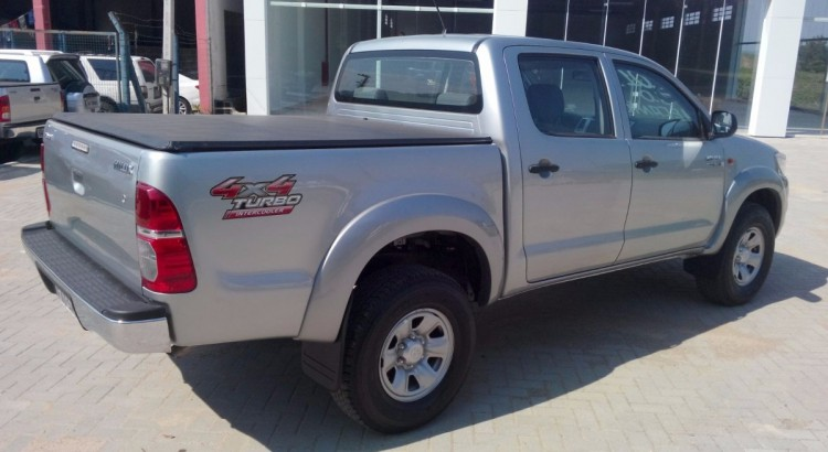 toyota-hilux-cd-std-30-4x4-2015-impecavel-343901-MLB20428285776_092015-F-750x410